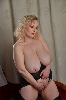 mature-erotic-blonde-milf-masturbating