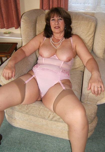mature-erotic-christine-summer-in-pink-lingerie