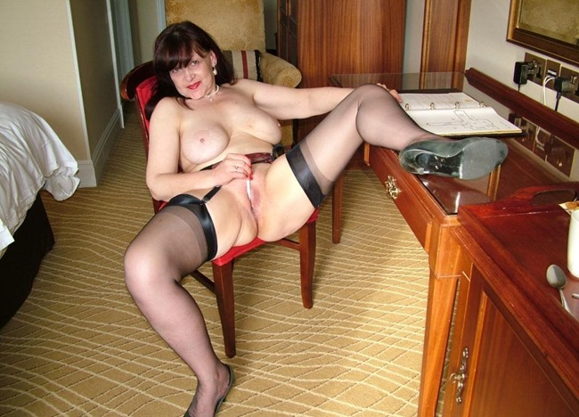 Mature Erotic Curvy Tanya Pen